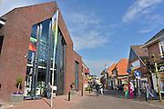 Nederland, Ootmarsum, 25-4-2013In dit dorp vol galeries en ateliers opent commissaris van de koningin in Overijssel, Ank Bijleveld-Schouten het museum Ton Schulten van de gelijknamige kunstschilder die hier woont en werkt.Het pand werd ingezegend door Antoine Bodar en het pleintje ervoor kreeg alvast de naam van de kunstenaar.Foto: Flip Franssen/Hollandse Hoogte
