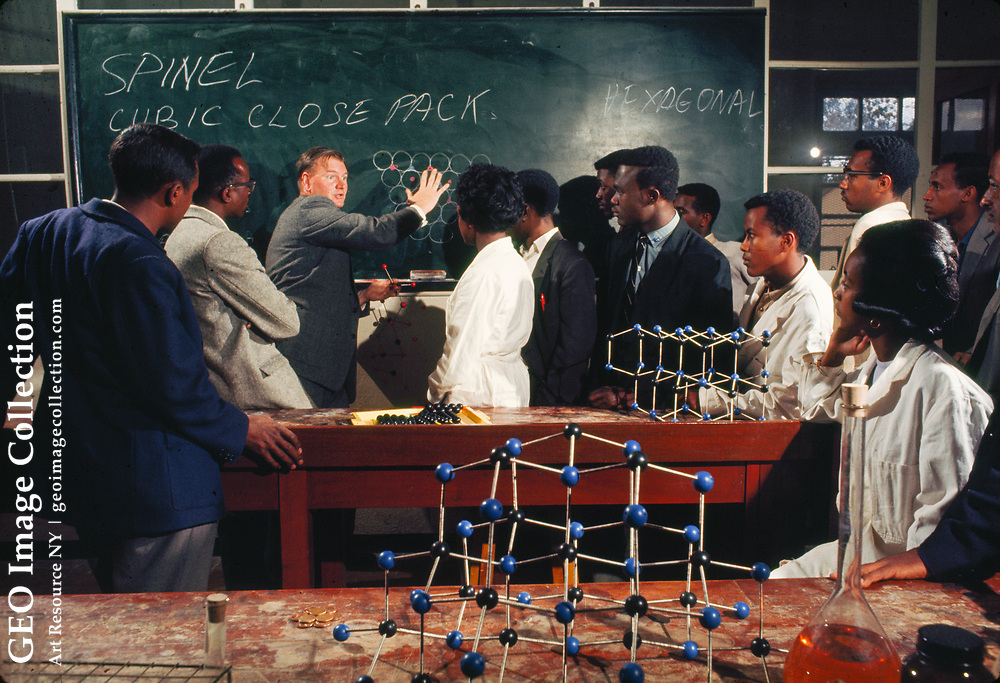 A Canadian chemistry professor lectures on atomic structures.