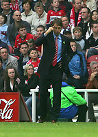 Photo: Andrew Unwin.<br />Middlesbrough v Everton. The Barclays Premiership. 14/10/2006.<br />Middlesbrough's manager, Gareth Southgate, instructs his players to think.