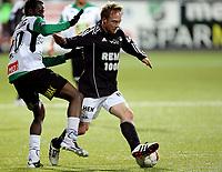 Fotball <br /> Tippeligaen<br /> AKA Arena , Hønefoss <br /> 17.10.2010<br /> Hønefoss BK  v Rosenborg 0-2<br /> Foto: Dagfinn Limoseth, Digitalsport<br /> Fredrik Winsnes , Rosenborg og Umaru Bangura , Hønefoss