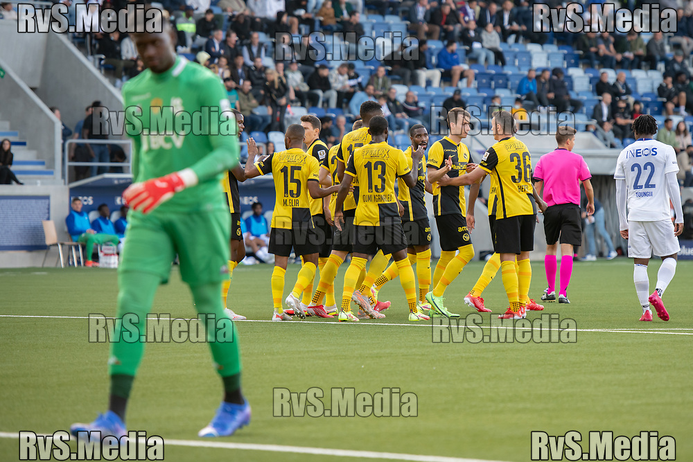LAUSANNE, SWITZERLAND - SEPTEMBER 22: BSC Young Boys players celebrate a goal while Lausanne-Sport players look dejected during the Swiss Super League match between FC Lausanne-Sport and BSC Young Boys at Stade de la Tuiliere on September 22, 2021 in Lausanne, Switzerland. (Photo by Basile Barbey/RvS.Media)