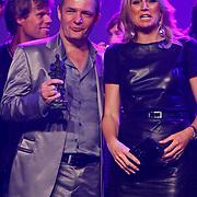 NLD/Rotterdam/20101003 - Uitreiking Edison Popprijzen 2010, pr. Maxima met Herman Finkers