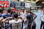 Volleyball: 1. Bundesliga, SVG Lueneburg - VSG Coburg / Grub, Lueneburg, 10.02.2016<br /> Trainer Stefan Huebner (Lüneburg) und Team<br /> © Torsten Helmke
