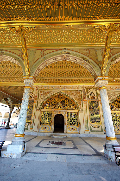 The Imperial Council (Dîvân-ı Hümâyûn) building where the ruling councillors held meetings. Topkapi Palace, Istanbul, Turkey .<br /> <br /> If you prefer to buy from our ALAMY PHOTO LIBRARY  Collection visit : https://www.alamy.com/portfolio/paul-williams-funkystock/topkapi-palace-istanbul.html<br /> <br /> Visit our TURKEY PHOTO COLLECTIONS for more photos to download or buy as wall art prints https://funkystock.photoshelter.com/gallery-collection/3f-Pictures-of-Turkey-Turkey-Photos-Images-Fotos/C0000U.hJWkZxAbg