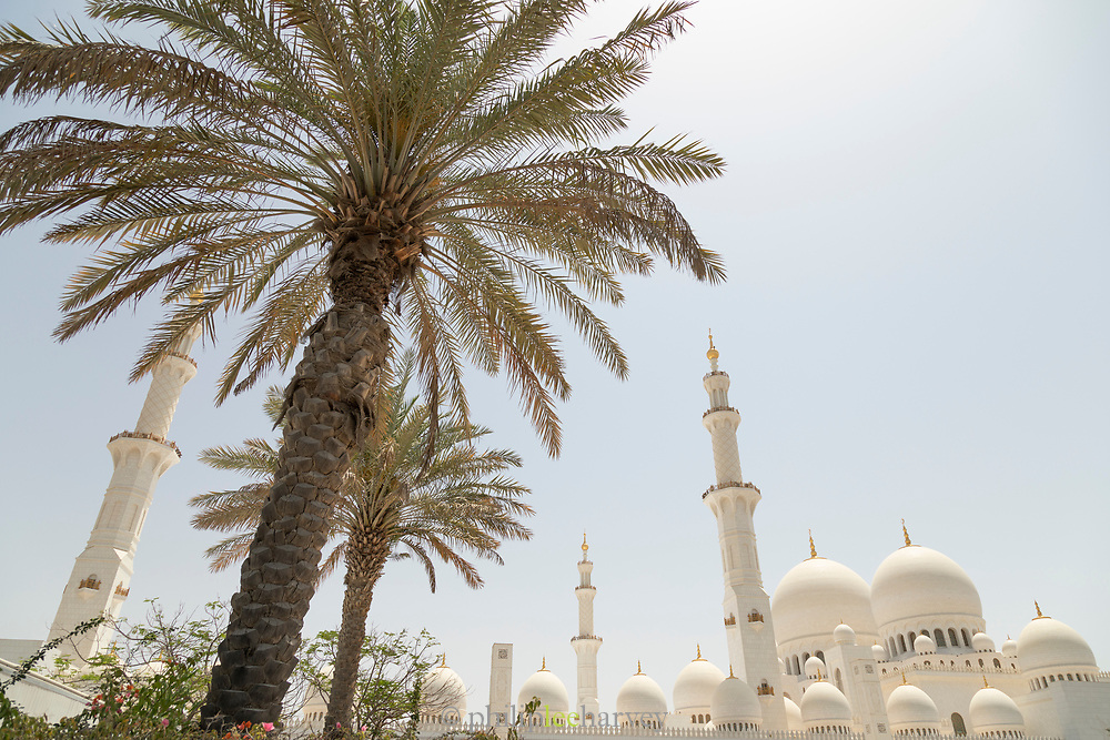 Exterior view of the Sheikh Zayed Mosque, the largest mosque in United Arab Emirates, constructed between 1996 and 2007, Abu Dhabi, United Arab Emirates