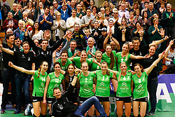 20141217 NED: Challenge Cup, Coolen Alterno - VDK Gent: Apeldoorn<br />Coolen Alterno, het team viert de overwinning met de fans.<br />©2014-FotoHoogendoorn.nl / Pim Waslander
