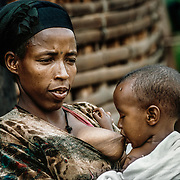 On average, the women who are close to the source gain five hours of life a day. They finish their housework earlier, pay more attention to family hygiene, feed their babies promptly and take better care of the rest of their children. Gurage, Ethiopia.