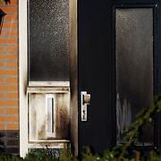 NLD/Amsterdam/20051109 - Brandbom aanslag op de woning van burgemeester Jos Verdier gemeente Huizen, geblakerde deur, voordeur, brand, roet, schade
