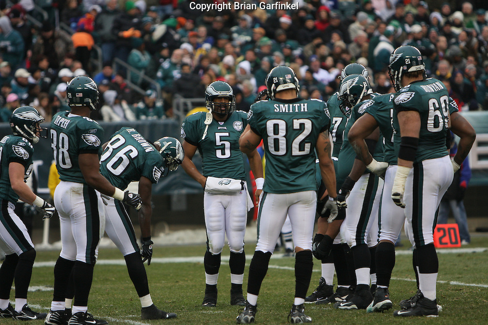 PHILADELPHIA - DECEMBER 9: Philadelphia Eagles Offense in a loose huddle during the game against the New York Giants on December 9, 2007 at Lincoln Financial Field in Philadelphia, Pennsylvania. The Giants won 16-13.