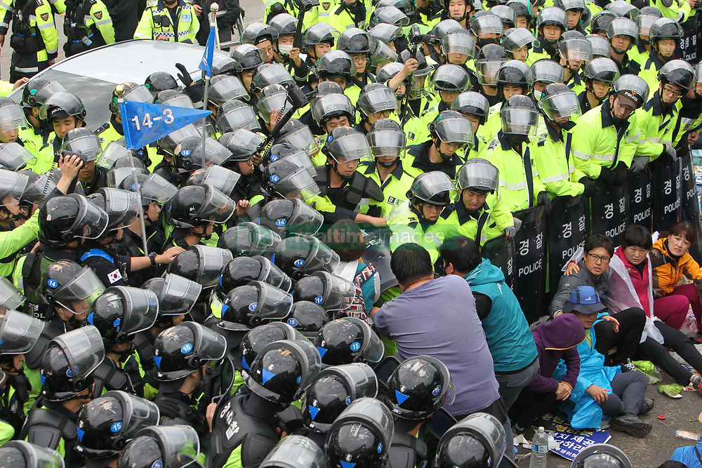 September 7, 2017  Protesters clash with the police during a demonstration against the Terminal High Altitude Area Defense (THAAD) in Seongju, South Korea. Seoul's defense ministry said the remaining THAAD elements and other construction equipment would be delivered to the former golf course at Soseong-ri village and thousands of policemen violently dispersed peace activists and residents living near the site of the THAAD missile defense system. (Credit Image: © Yao Qilin/Xinhua via ZUMA Wire)
