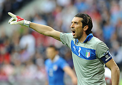 14-06-2012 VOETBAL: UEFA EURO 2012 DAY 7: POLEN OEKRAINE<br /> Goalkeeper Gianluigi Buffon of Italy during the Euro 2012 football championships match Italy v Croatia at the stadium in Poznan. <br /> ***NETHERLANDS ONLY***<br /> ©2012-FotoHoogendoorn.nl
