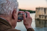 """Parmi les nouvelles tendances touristiques, ce que l'on appelle le """"slow tourisme"""" est en passe de devenir un veritable phenomene societal, touchant tous les publics. <br /> Les croisieres fluviales en France occupent desormais une place sans cesse grandissante, a tel point que Lyon est devenue la capitale française des croisieres fluviales.<br /> <br /> Suite du texte:<br /> http://maya-press.net/slow-tourisme-au-fil-du-rhone/"""
