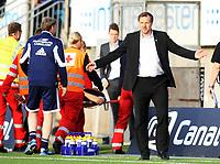 Fotball , 21. mai 2013 , Tippeligaen , Eliteserien<br /> Sarpsborg - Vålerenga<br /> Andre Muri, VIF bæres ut på båre bak trener Kjetil Rekdal , VIF