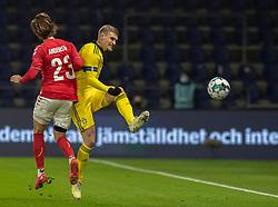 Carl Starfelt (Sverige) og Lucas Andersen (Danmark) under venskabskampen mellem Danmark og Sverige den 11. november 2020 på Brøndby Stadion (Foto: Claus Birch).