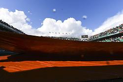 June 6, 2017 - Roland Garros Porte D Auteuil, France - 10e  journee :  Illustration pluie pacha nettoyage (Credit Image: © Panoramic via ZUMA Press)