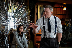 RELEASE DATE: November 27, 2019 TITLE: Knives Out STUDIO: Lionsgate DIRECTOR: Rian Johnson PLOT: A detective investigates the death of a patriarch of an eccentric, combative family. STARRING: ANA DE ARMAS as Marta Cabrera, DANIEL CRAIG as Benoit Blanc. (Credit Image: © Lionsgate/Entertainment Pictures/ZUMAPRESS.com)