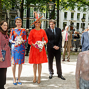 NLD/Den Haag/20150520 - Máxima + Mathilde van België openen tentoonstelling 'Vormidable Hedendaagse Vlaamse Beeldhouwkunst',