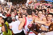 DESCRIZIONE : Reggio Emilia Lega A 2014-15 Grissin Bon Reggio Emilia Banco di Sardegna Sassari finale play off gara 5<br /> GIOCATORE : Andrea Cinciarini tifosi Grissin Bon Reggio Emilia<br /> CATEGORIA : esultanza<br /> SQUADRA : Grissin Bon Reggio Emilia<br /> EVENTO : Campionato Lega A 2014-2015<br /> GARA : Grissin Bon Reggio Emilia Banco di Sardegna Sassari<br /> DATA : 22/06/2015<br /> SPORT : Pallacanestro <br /> AUTORE : Agenzia Ciamillo-Castoria/E.Rossi<br /> Galleria : Lega Basket A 2014-2015 <br /> Fotonotizia : Reggio Emilia Lega A 2014-15 Grissin Bon Reggio Emilia Banco di Sardegna Sassari finale play off gara 5