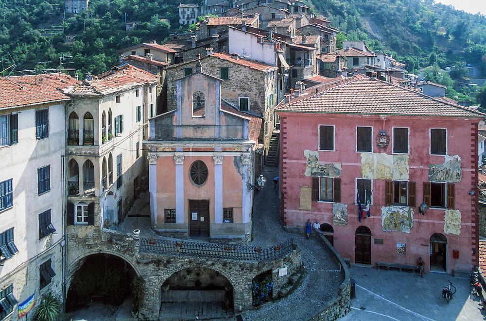 """Apricale (IM) - """"I Borghi più belli d'Italia"""" - Piazza Vittorio Emanuele II, Oratorio di San Bartolomeo :-: Apricale (Italy)  (Italy) - """"The most beautiful villages of Italy"""""""