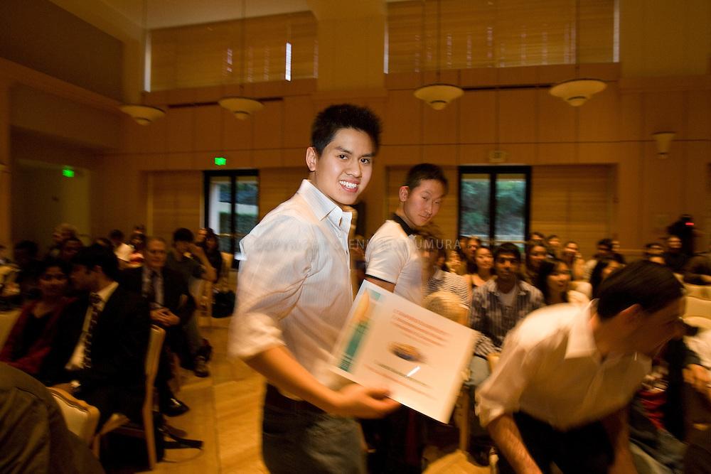 Stanford Entrepreneur Week Imagine It rubber band project. Winners announced at Stanford Alumni Center. Gorilla marketing winner: rubberbandtogether.com. L-R Nikil Viswarethan, Bernice Pang, Richard Lo, Christophe Chong, Rickey Yean.
