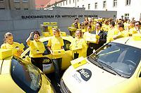 08 MAY 2002, BERLIN/GERMANY:<br /> Michael Zerr, Geschaeftsfuehrer Yello Strom,  will 130000 Gelbe Karten an den Wirtschaftsminister uebergeben, mit denen Yello Strom Kunden gegen die Erhoehung der Preise protestieren, die - so Yello - auf gestiegene Netznutzungsentgelte zurueckgehen, hiermit Promotion Personal und Fahrzeugen vor dem Bundeswirtschaftsministerium <br /> IMAGE: 20020508-01-004<br /> KEYWORDS: Unterschriftenuebergabe, Wettbewerb, Energie, Energiekonzern