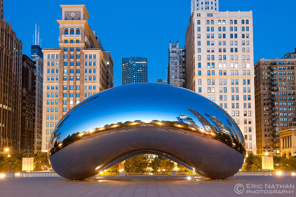 Dawn view of the Cloud Gate sculpture by Anish Kapoor in the Millennium Park in Chicago, Illinois, USA.