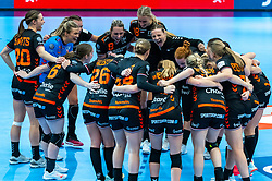 Team Netherlands celebrate after the Women's EHF Euro 2020 match between Netherlands and Hungry at Sydbank Arena on december 08, 2020 in Kolding, Denmark (Photo by RHF Agency/Ronald Hoogendoorn)