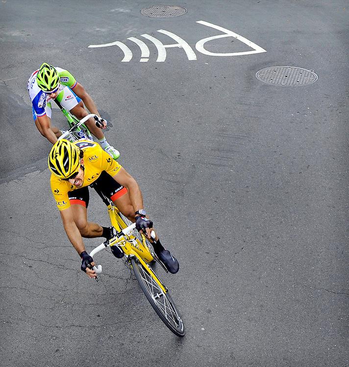 Belgie, Luik, 01-07-2012.<br /> Wielrennen, Tour de France, 1e etappe.<br /> Fabian Cancellara in de Gele Trui en de latere winnaar Peter Sagan op 1300 meter voor de finisch.<br /> Foto: Klaas Jan van der Weij