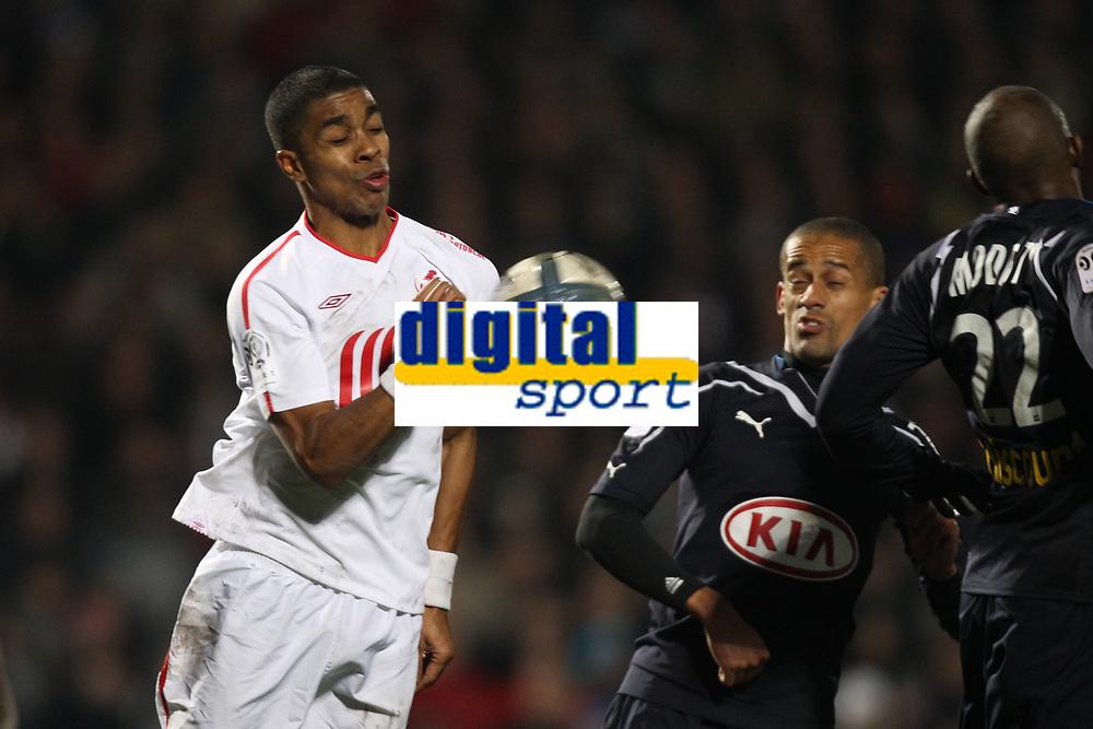 FOOTBALL - FRENCH CHAMPIONSHIP 2010/2011 - L1 - GIRONDINS BORDEAUX v LILLE OSC - 27/11/2010 - PHOTO ERIC BRETAGNON / DPPI -  FRANCK BERIA (LOSC)
