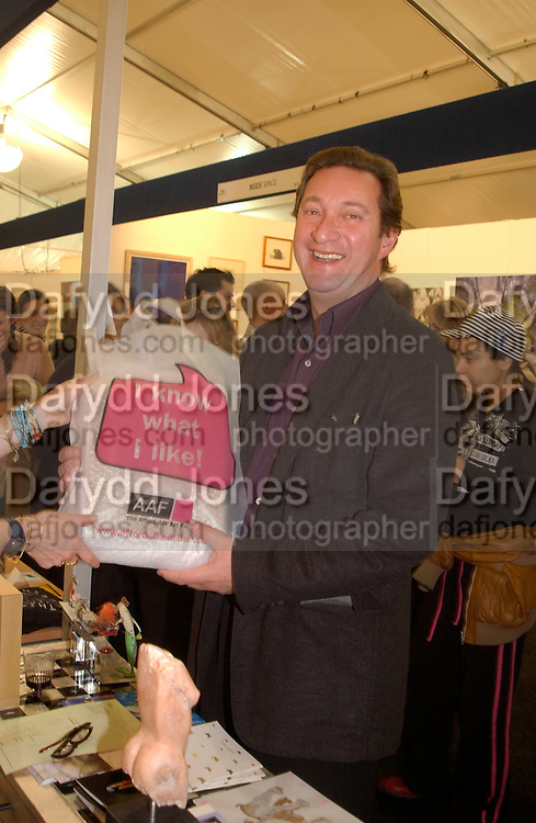 Michael da Costa buying the framed Elvis toast sold by the Hossack gallery for £95. The Affordable Art Fair private view ( in aid of Barnados) Battersea. 19 March 2003. © Copyright Photograph by Dafydd Jones 66 Stockwell Park Rd. London SW9 0DA Tel 020 7733 0108 www.dafjones.com