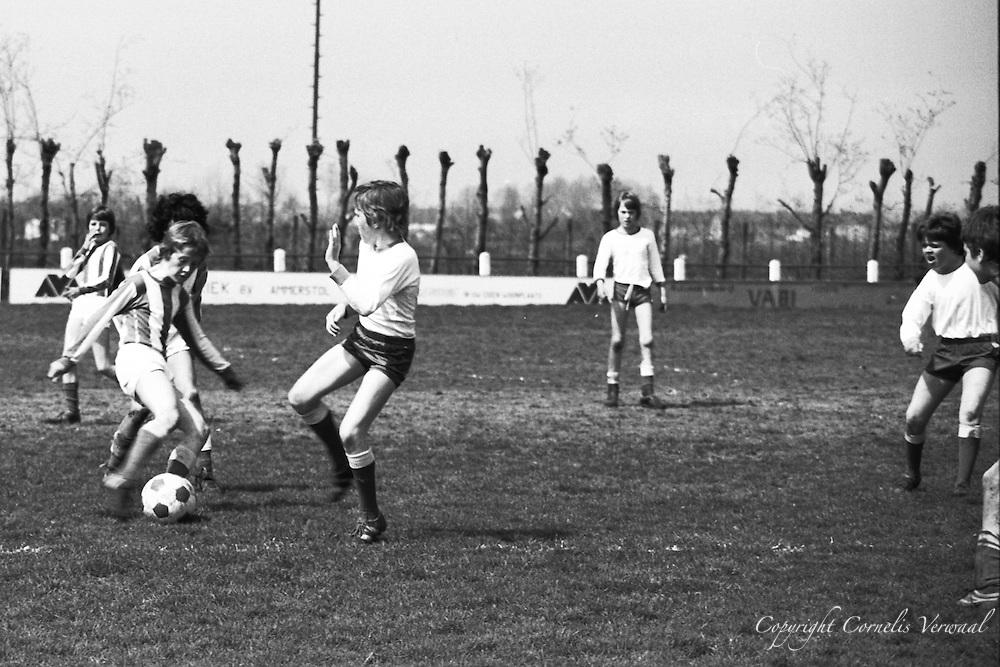 Ammerse jeugd anno 1977 op het voetbalveld.