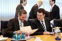 23 JAN 2006, BERLIN/GERMANY:<br /> Matthias Platzeck (L), SPD Parteivorsitzender, und Hubertus Heil (R), SPD Generalsekretaer, lesen in Unertlagen, vor Beginn einer Sitzung des SPD Praesidiums, Willy-Brandt-Haus<br /> IMAGE: 20060123-01-005<br /> KEYWORDS: liest, Akte, Akten
