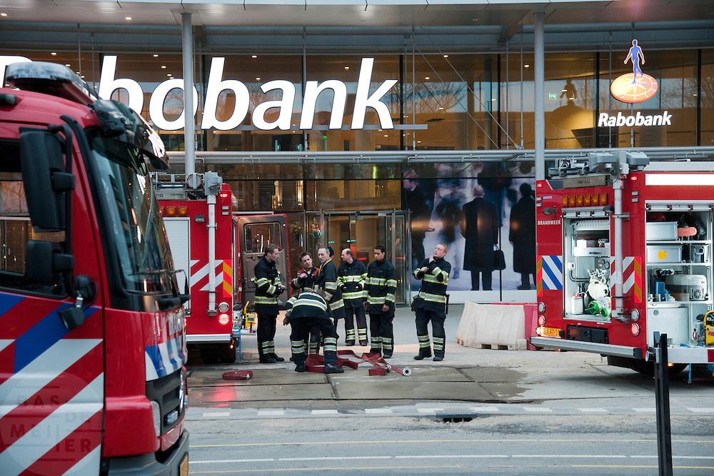 Voor de vierde keer is er brand uitgebroken in het nieuwe hoofdkantoor van de Rabobank aan de Croeselaan in Utrecht. De brandweer rukte met veel wagens uit.<br /> <br /> For the fourth time the new headquarters of the Rabobank had been on fire.