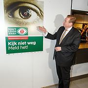 NLD/Amsterdam/20150326 - Start campagne tegen kindersekstoerisme, minister Veiligheid & justitie Ard van der Steur en generaal majoor Harry van den Brink