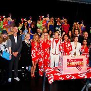 NLD/Amsterdam/20100531 - 1e Repetitiedag Crazy Shopping de Musical, Henk en Monica van der Meijden met de cast