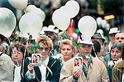 Belgie, Brussel, 20-10-1996Deelnemers aan de Witte mars. Massale herdenking van de in het huis van Paul Dutroux vermoorde kinderen, en aanklacht tegen de Belgische justitie.Foto: Flip Franssen/Hollandse Hoogte