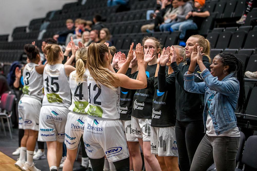 ÖSTERSUND 20200119<br /> Östersund Basket peppar innan söndagens match i Basketettan mellan Östersund Basket och RIG Liuleå i Östersunds Sporthall.<br /> <br /> Foto: Per Danielsson/Projekt.P