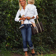 NLD/Amsterdam/20050715 - Gisella Otto, echtgenote van Fred Reuter, op een terras samen met zoon Benjamin