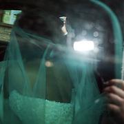 NLD/Overveen/20070921 - Huwelijk Ruud de Wild en Aafke Burggraaff, Ruud + Aafke achter in de auto