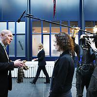 Nederland, Rotterdam , 28 januari 2011..De Nationale Kansdenkdag organiseert landelijk inspirerende Kansdenkdagen vanuit het concept Kansdenken. Op uw verzoek organiseren wij zelfs uw eigen incompany Kansdenkdag! De Nationale Kansdenkdag is een initiatief van Svelar Vitaal..Op de foto worden bezoekers van de kansdenkdag geinterviewd.Foto:Jean-Pierre Jans