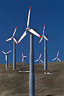 Tehachapi, California, USA, 13th February 2010: Energy generating windmills on the passes around Tehachapi which generate in excess of  650MW of electrcity and contributes to California being a net exporter of wind energy..Photo: Joseph Feil