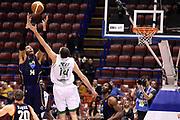 DESCRIZIONE : Milano Coppa Italia Final Eight 2014 Quarti di Finale Acea Virtus Roma Montepaschi di Siena <br /> GIOCATORE : Quinton Hosley<br /> CATEGORIA : controcampo rimbalzo<br /> SQUADRA : Acea Virtus Roma<br /> EVENTO : Beko Coppa Italia Final Eight 2014<br /> GARA : Acea Virtus Roma Montepaschi di Siena <br /> DATA : 07/02/2014<br /> SPORT : Pallacanestro<br /> AUTORE : Agenzia Ciamillo-Castoria/M.Greco<br /> Galleria : Lega Basket Final Eight Coppa Italia 2014<br /> Fotonotizia : Milano Coppa Italia Final Eight 2014 Quarti di Finale Acea Virtus Roma Montepaschi di Siena <br /> Predefinita :