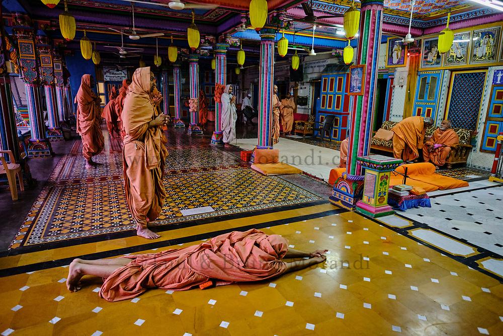Inde, Gujarat, region du Kutch, Bhuj, temple Swaminarayan, prière du soir // India, Gujarat, Kutch, Bhuj, temple of Swaminarayan, evening payer