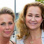 NLD/Amsterdam/20180616 - 26ste AmsterdamDiner 2018, Paulien Huizinga en vriendin ...........