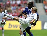 Fotball<br /> 21.07.2007<br /> Tyskland<br /> Foto: Witters/Digitalsport<br /> NORWAY ONLY<br /> <br /> v.l. Bradley Carnell KSC, Gerald Asamoah<br /> <br /> DFL Ligapokal FC Schalke 04 - Karlsruher SC