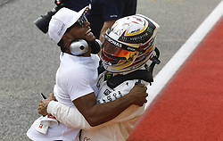 October 22, 2017 - Austin, United States of America - Motorsports: FIA Formula One World Championship 2017, Grand Prix of United States, ..#44 Lewis Hamilton (GBR, Mercedes AMG Petronas F1 Team) with his brother Nicolas  (Credit Image: © Hoch Zwei via ZUMA Wire)