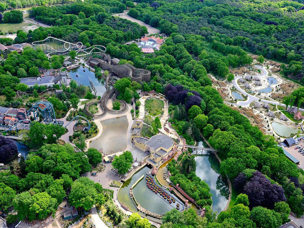 Nederland, Noord-Brabant, Gemeente Loon op Zand, 14-05-2020; Kaatsheuvel, attractiepark de Efteling. De attractie is gesloten als gevolg van de richtlijnen van het RIVM. Verschillende achtbanen en andere attractie staan stil ….<br /> Kaatsheuvel, the Efteling theme park. The attraction is closed due to the guidelines of the RIVM, the parking lot is empty.<br /> luchtfoto (toeslag op standard tarieven);<br /> aerial photo (additional fee required)<br /> copyright © 2020 foto/photo Siebe Swart