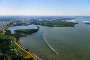 Nederland, Noord-Holland, Gooise Meren, 29-06-2018; Muiden, IJmeer, Baai van Ballast met Luwtedam (ontwerp Feddes/Olthof Landschapsarchitecten). De dam is aangelegd om de ecologische kwaliteit van oevers en water van het IJmeer te verbeteren<br /> Lee dam, near Amsterdam, designed for improving ecological quality water and shores.<br /> <br /> luchtfoto (toeslag op standard tarieven);<br /> aerial photo (additional fee required);<br /> copyright foto/photo Siebe Swart