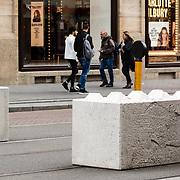 NLD/Amsterdam/20170504 - Beveiliging Nationale Herdenking 2017, betonblokken