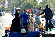 Koningsdag 2014 in de Rijp, het vieren van de verjaardag van de koning. / Kingsday 2014 in the Rijp , celebrating the birthday of the King. <br /> <br /> <br /> Op de foto / On the photo:   Koning Willem Alexander helpt Koningin Maxima met uitstappen  ///  King William Alexander helps Queen Maxima